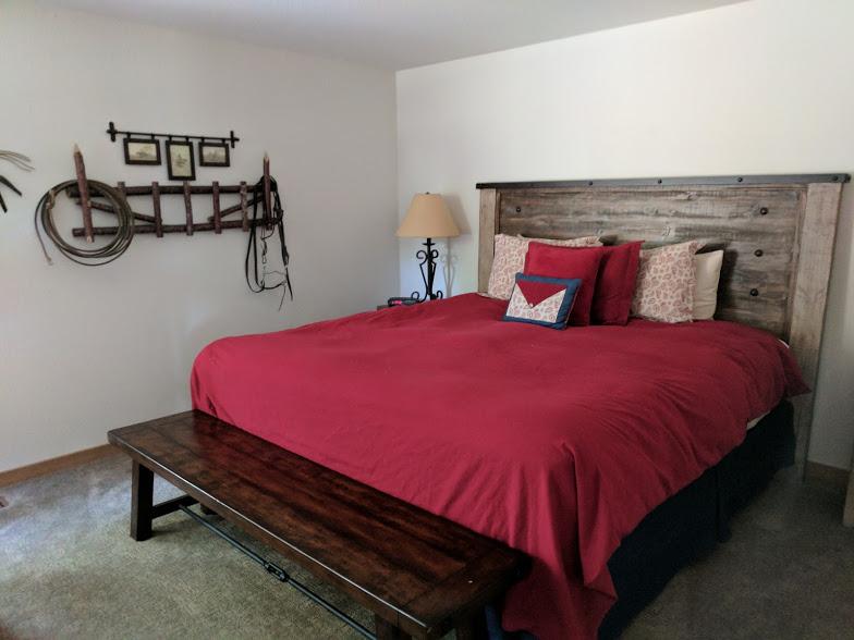 QuelahCondos102-NelsonPage-SistersOregon-redbedroom